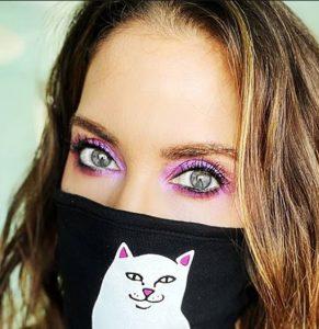 μακιγιάζ σε γυναίκα με μάσκα