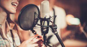 μικρόφωνο γυναίκα