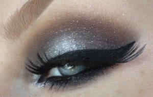 ασημι σκια μπλε ματια