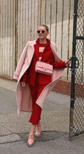 ντύσιμο σε κόκκινο και ροζ χρώμα