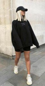 ντύσιμο με μαύρο φούτερ