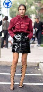 ντύσιμο με vinyl φούστα και φούτερ