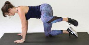 άσκηση για γλουτούς σε παλάμες και γόνατα