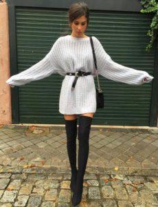 πλεκτό άσπρο φόρεμα μαύρη μπότα