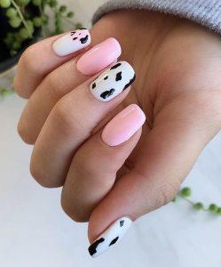 ροζ νύχια με animal print