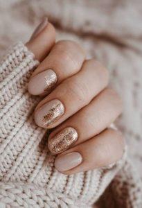 ροζ χρυσά νύχια