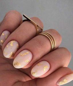 ροζ χρυσό μανικιούρ