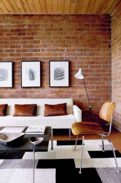 σαλόνι άσπρος καναπές τοίχος τούβλα