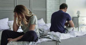 ζευγάρι στο κρεβάτι χώρια