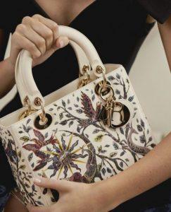 άσπρη τσάντα με σχέδια