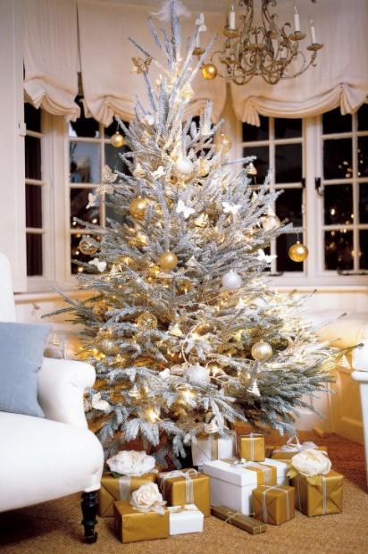 άσπρο δέντρο χρυσά δώρα