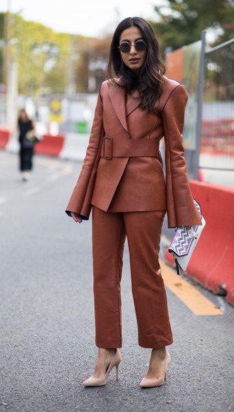 καφέ δερμάτινο κοστούμι total leather look