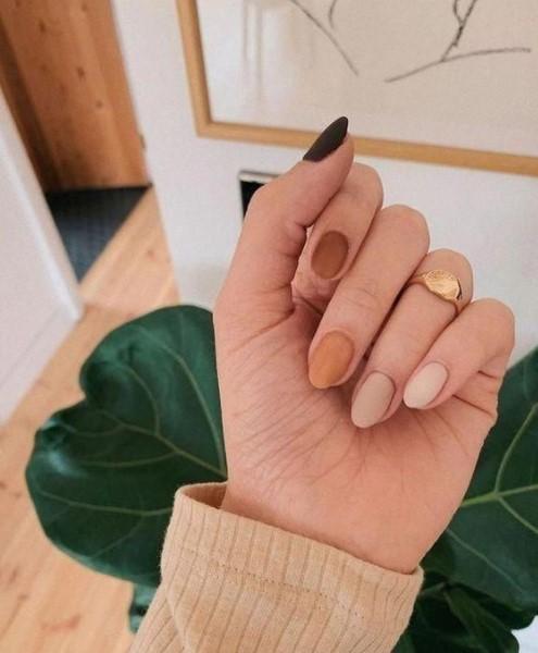 gradient νύχια nude χρώματα
