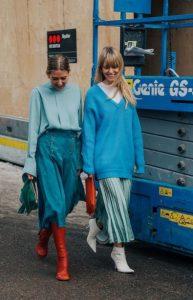 γυναίκες με μπλε ρούχα