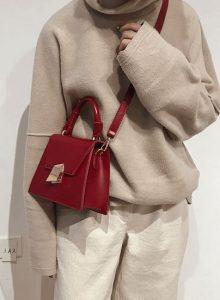 κόκκινη τσάντα crossbody