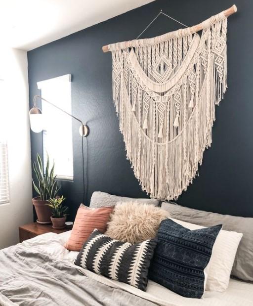 μακραμέ κρεβάτι μπλε τοίχος
