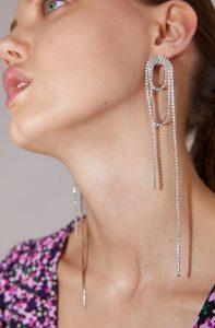 μακριά ασημένια σκουλαρίκια
