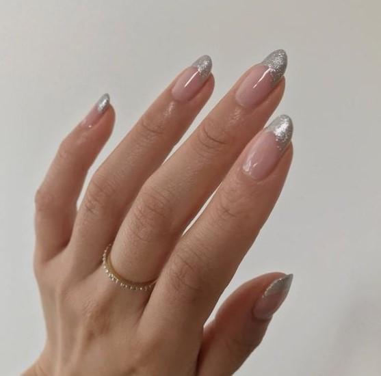 μακριά νύχια ασημί tips