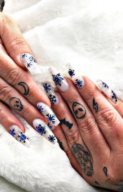 μακριά νύχια τατουάζ χιονονιφάδες