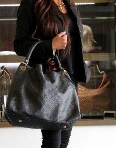 μαύρη τσάντα χειρός μεγάλη