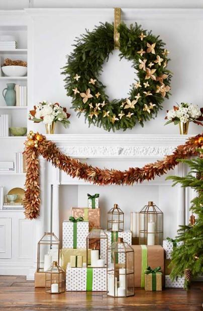μεγάλο στεφάνι δώρα κεριά χριστουγεννιάτικα διακοσμητικά τοίχου