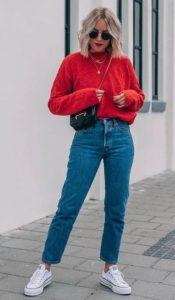 mom fit jeans κόκκινο πουλόβερ
