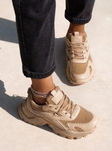 μπεζ αθλητικά παπούτσια