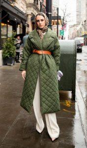 ντύσιμο με χακί παλτό