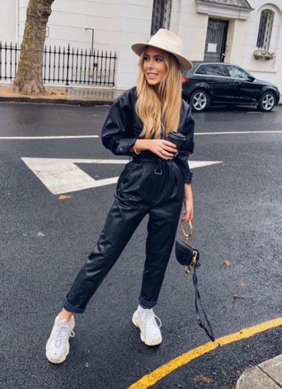 ολόσωμη φόρμα μαύρη sneakers