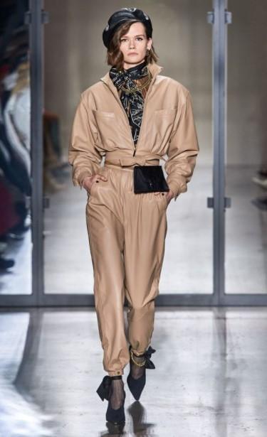 ολόσωμη φόρμα μπεζ φουλάρι λαιμό total leather look