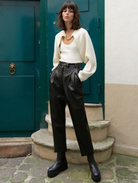 ψηλόμεσο μαύρο δερμάτινο παντελόνι άσπρο πλεκτό