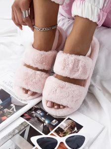 ροζ χνουδωτές παντόφλες
