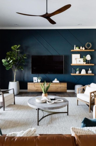 σαλόνι σκούρος μπλε τοίχος