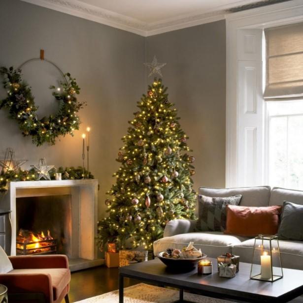 σαλόνι χριστουγεννιάτικο δέντρο στεφάνι τζάκι