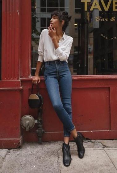 skinny jean άσπρο πουκάμισο μποτάκι συνδυάσεις παντελόνια μποτάκια