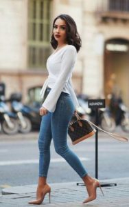 skinny jean γόβα άσπρη μπλούζα τζιν παντελόνι σωματότυπο