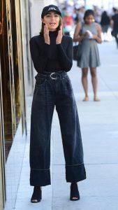 σκούρο παντελόνι καμπάνα ψηλόμεσο τζιν παντελόνι σωματότυπο