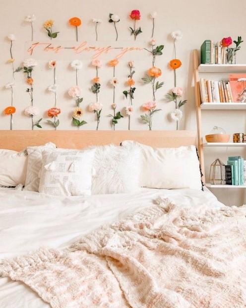 τριαντάφυλλα στον τοίχο κρεβάτι