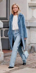 χειμωνιάτικο ντύσιμο με μπλε γούνα