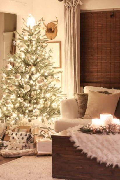 χριστούγεννιάτικο δέντρο λαμπάκια καναπές