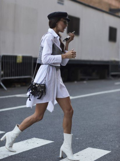 άσπρα μποτάκια άσπρο φόρεμα