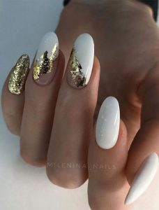 άσπρα χρυσά νύχια