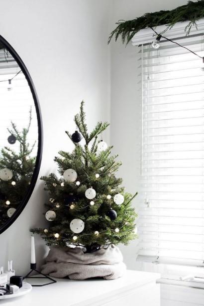 ασπρόμαυρο δέντρο μικρό μοντέρνα διακόσμηση Χριστούγεννα