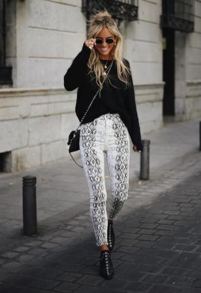ασπρόμαυρο παντελόνι μαύρο πουλόβερ