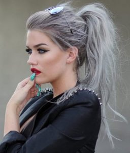 γκρι ασημι χρωμα μαλλιων