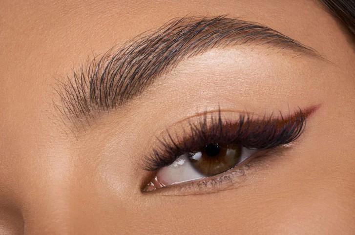 καφέ eyeliner μάτια