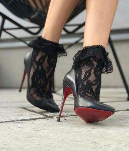 κάλτσες συνδυασμένες με γόβες
