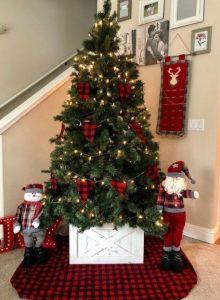 κουτί κάτω από το δέντρο των χριστουγέννων