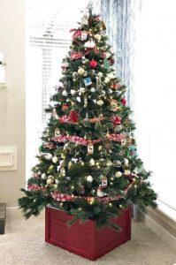 κουτί ως βάση για το χριστουγεννιάτικο δέντρο