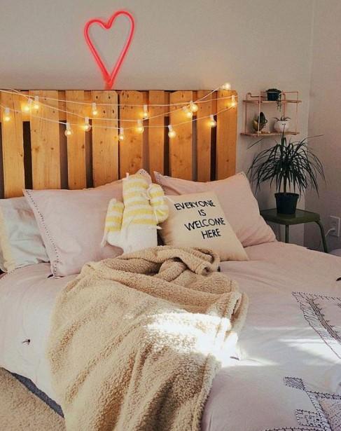 κρεβάτι φωτάκια κεφαλάρι